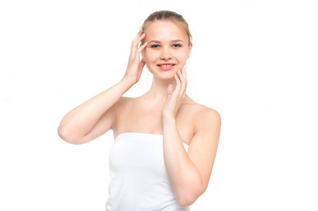 アルバニアホワイトニングクリームでキレイな肌になった女性