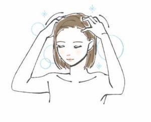 シャンプーしている女性の絵